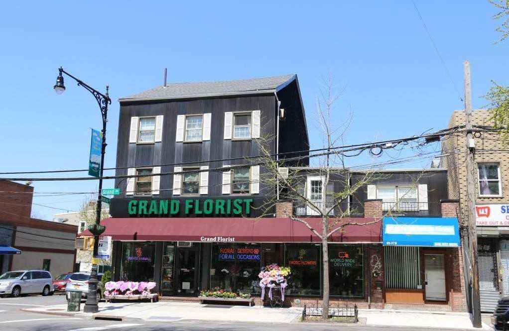 ID#: 1321638 Great Commercial Property Available In Maspeth For Rent