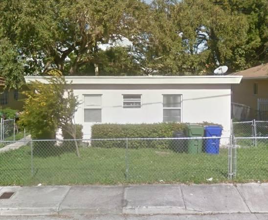 2 bedroom 1 bath fixer upper house in Miami Florida!