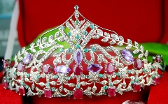 Buy Natural Gold Diamond Tiara Crown at Exciting Price @ Jewels Queen