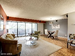 Lovely 1 bed/1.5 bath you've been waiting for! This one has it all!