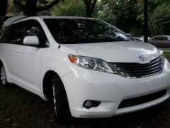 GOOD AS NEW '''' 2014 TOYOTA SIENNA XLE 'AWD' 50k Miles $16,995