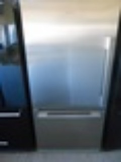 FISHER & PAYKEL 17 CUBIC FOOT FROST FREE REFRIGERATOR BOTTOM FREEZER