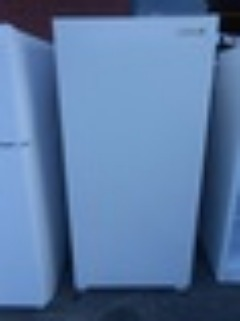 KELVINATOR 21 CUBIC FOOT MANUAL DEFROST UPRIGHT FREEZER