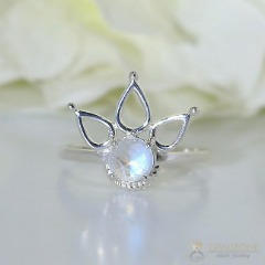 Moonstone Ring-Stellar Liana