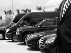 Grab Airport Taxi Limo Service With Luxury At Affordable Price.