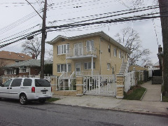 ID#: 1329613 Spacious Three Bedroom Apartment for Rent in Bayside.