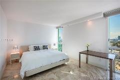 Miami Beach: 1/2 Clean apartment (Ocean Dr., 33139)